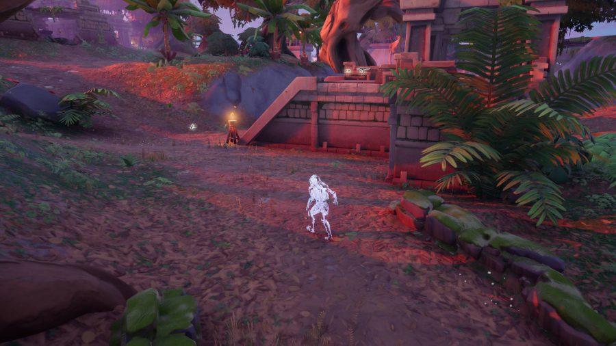 Der Predator geht durch den Dschungel der Stealthy Stronghold in Fortnite. Es wird getarnt, daher kann es eine Weile dauern, bis es gefunden ist.