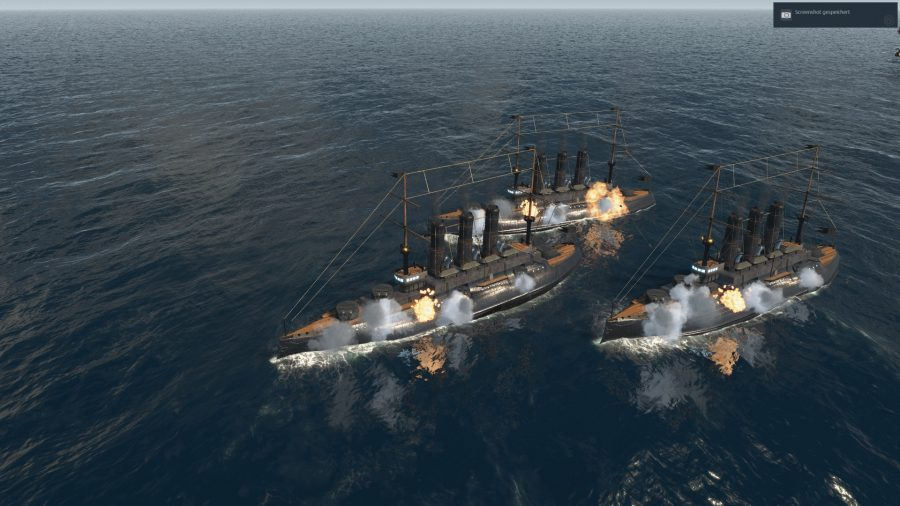 ein paar Schlachtschiffe im Wasser