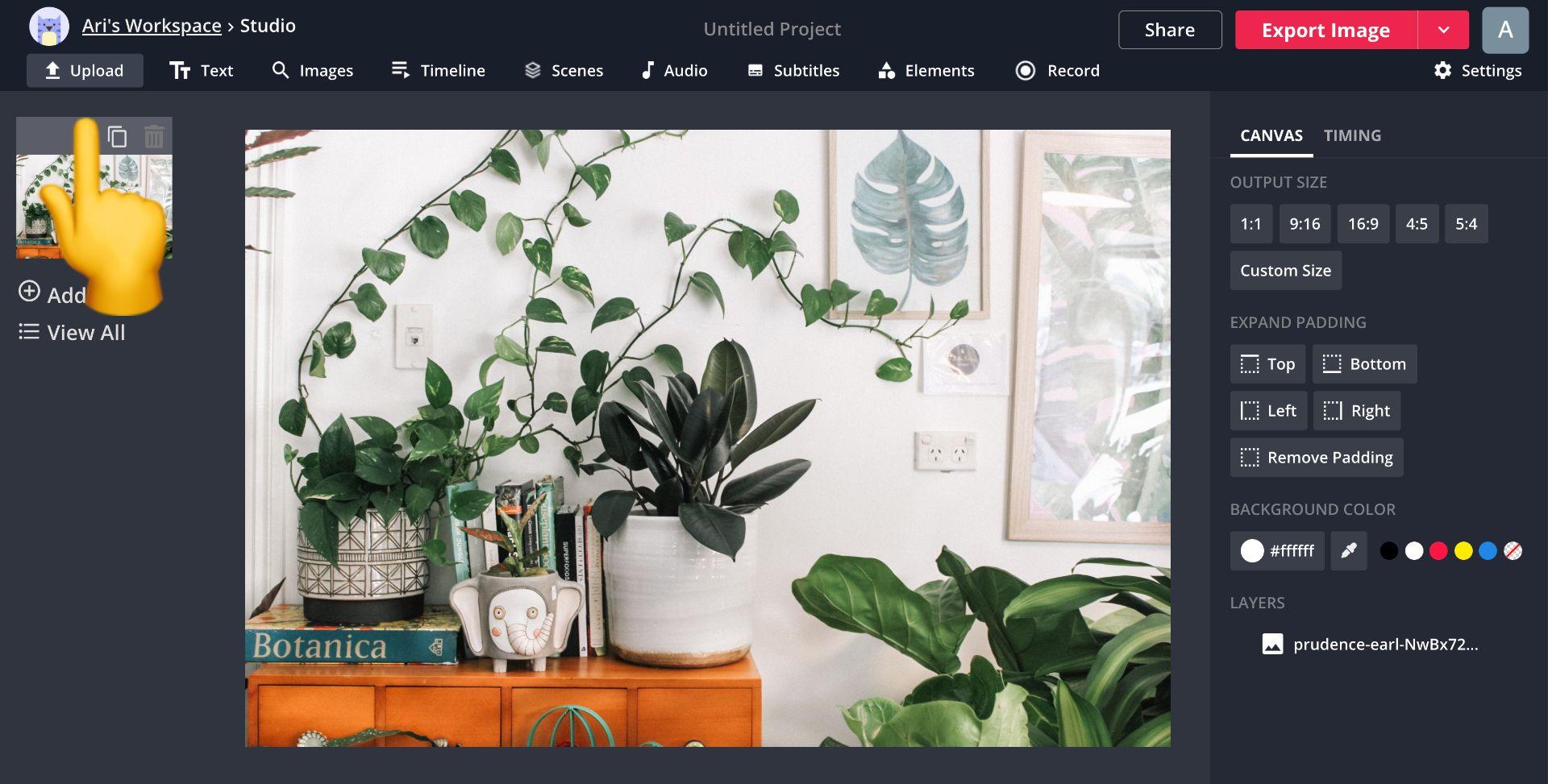 Screenshot mit einem Emoji, das auf die Upload-Schaltfläche in Kapwing Studio zeigt